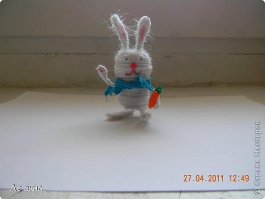Любимый заяц. Пробку обматала нитками, морковка и носик пластика, шарфик - ткань.