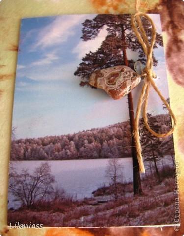 """""""Гляжу в озера синие"""" - так называется моя новая серия АТСок. И не было бы в ней ничего особенного, если бы не эти фото. А фото эти сделаны моими коллегами, моими друзьями, которые бесконечно любят край голубых озер, наш Миасс. Я постаралась выбрать виды  нашего знаменитого озера Тургояк в разные времена года. Озеро Турояк - жемчужина южного урала, чистейшее и красивейшее, великолепное и загадочное. Оно поит своей живительной влагой, лечит своим легким родоном, дает прохладу в жаркий день и дарит умопомрачительной красоты виды с любого его берега. Озеро питается только подземными источниками, в него ничего не впадает и ничего не вытекает . Оно самодостаточно и величаво.Оно великолепно. В приложение и дополнение к величию и красоте озера Тургояк я добавила на каждую АТСку наши Миасские минералы и поделочные камни. Вся таблица Менделеева представлена в нашем Ильменском заповеднике и это тоже уникальное явление природы матушки. Камни  в виде кулонов, так что можно развязать бантик, снять кулончик и пофорсить. Итак начнем... фото 8"""