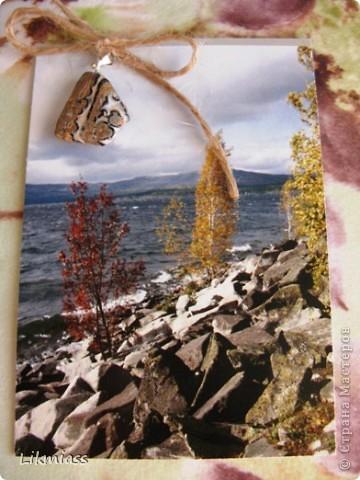 """""""Гляжу в озера синие"""" - так называется моя новая серия АТСок. И не было бы в ней ничего особенного, если бы не эти фото. А фото эти сделаны моими коллегами, моими друзьями, которые бесконечно любят край голубых озер, наш Миасс. Я постаралась выбрать виды  нашего знаменитого озера Тургояк в разные времена года. Озеро Турояк - жемчужина южного урала, чистейшее и красивейшее, великолепное и загадочное. Оно поит своей живительной влагой, лечит своим легким родоном, дает прохладу в жаркий день и дарит умопомрачительной красоты виды с любого его берега. Озеро питается только подземными источниками, в него ничего не впадает и ничего не вытекает . Оно самодостаточно и величаво.Оно великолепно. В приложение и дополнение к величию и красоте озера Тургояк я добавила на каждую АТСку наши Миасские минералы и поделочные камни. Вся таблица Менделеева представлена в нашем Ильменском заповеднике и это тоже уникальное явление природы матушки. Камни  в виде кулонов, так что можно развязать бантик, снять кулончик и пофорсить. Итак начнем... фото 9"""