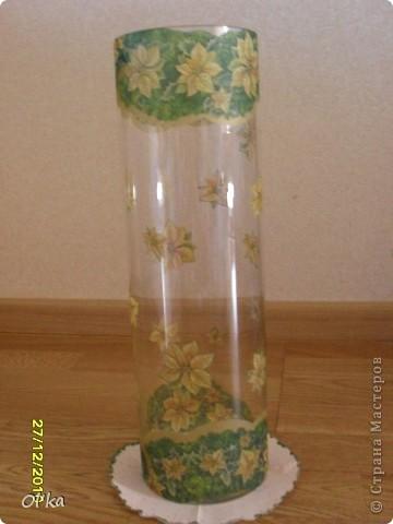 Это мои вазы, оформленные к Новогодним праздникам. Большая - для еловых лап. Бокал - для конфет. Маленькая - подсвечник. фото 2