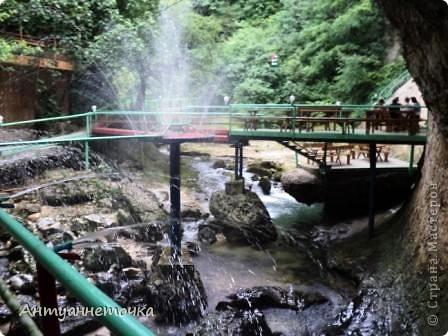 Минеральный источник в селе Мархяул (абх. Мархь-аул или Мерхеул). Из центра Сухума до Мерхеульского источника всего 30 минут на автомобиле.  Слабоминирализованая вода источника считается целебной. фото 5