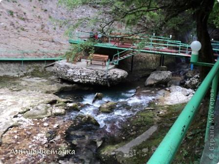 Минеральный источник в селе Мархяул (абх. Мархь-аул или Мерхеул). Из центра Сухума до Мерхеульского источника всего 30 минут на автомобиле.  Слабоминирализованая вода источника считается целебной. фото 7