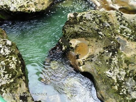 Минеральный источник в селе Мархяул (абх. Мархь-аул или Мерхеул). Из центра Сухума до Мерхеульского источника всего 30 минут на автомобиле.  Слабоминирализованая вода источника считается целебной. фото 12
