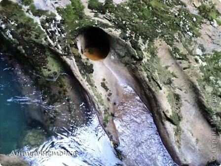 Минеральный источник в селе Мархяул (абх. Мархь-аул или Мерхеул). Из центра Сухума до Мерхеульского источника всего 30 минут на автомобиле.  Слабоминирализованая вода источника считается целебной. фото 13