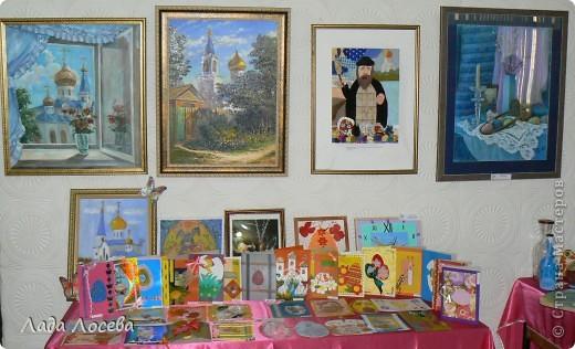 В нашем городе прошло открытие пасхальной выставки. Были представлены рисунки и поделки маленьких и взрослых мастеров. Разнообразие техник и материалов, красочность работ восхищает. фото 2