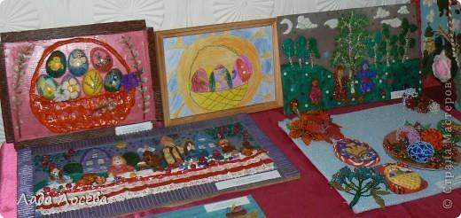В нашем городе прошло открытие пасхальной выставки. Были представлены рисунки и поделки маленьких и взрослых мастеров. Разнообразие техник и материалов, красочность работ восхищает. фото 11