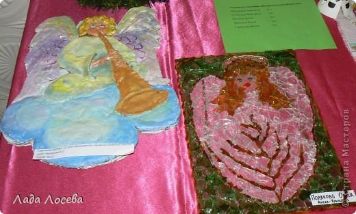 В нашем городе прошло открытие пасхальной выставки. Были представлены рисунки и поделки маленьких и взрослых мастеров. Разнообразие техник и материалов, красочность работ восхищает. фото 14