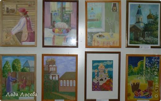 В нашем городе прошло открытие пасхальной выставки. Были представлены рисунки и поделки маленьких и взрослых мастеров. Разнообразие техник и материалов, красочность работ восхищает. фото 21