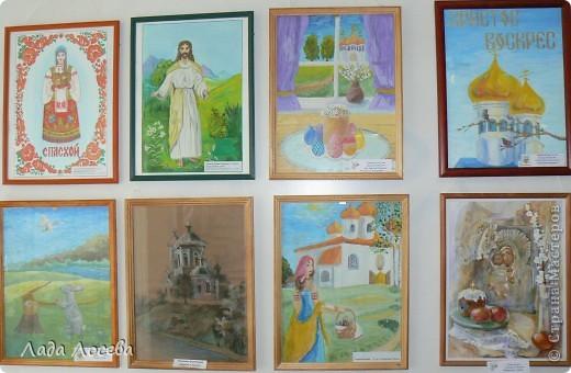 В нашем городе прошло открытие пасхальной выставки. Были представлены рисунки и поделки маленьких и взрослых мастеров. Разнообразие техник и материалов, красочность работ восхищает. фото 41