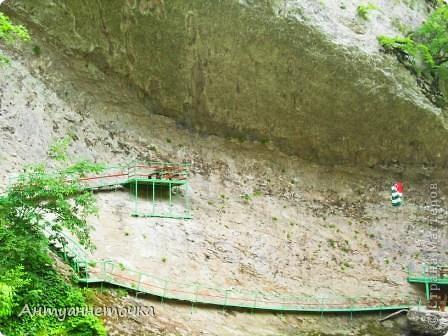 Минеральный источник в селе Мархяул (абх. Мархь-аул или Мерхеул). Из центра Сухума до Мерхеульского источника всего 30 минут на автомобиле.  Слабоминирализованая вода источника считается целебной. фото 11