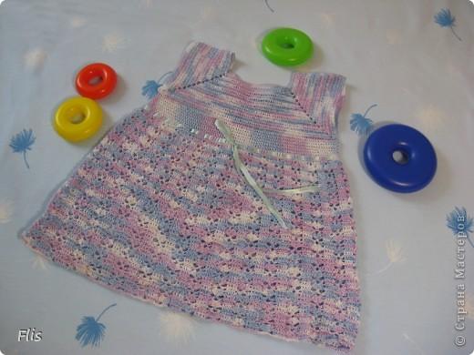 Платье-туника на девочку 1-1,5 лет. Вязала из Тулипа, нитки сложные в вязании, но очень понравились в носке и приятные к телу. фото 1