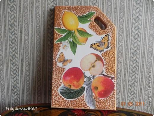 Деревянная доска, акрил, яичная скорлупа, салфетки, лак. фото 3