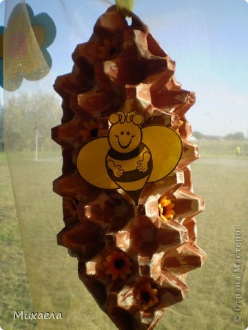 Вот такая пчелка с сотой  получилось. фото 1