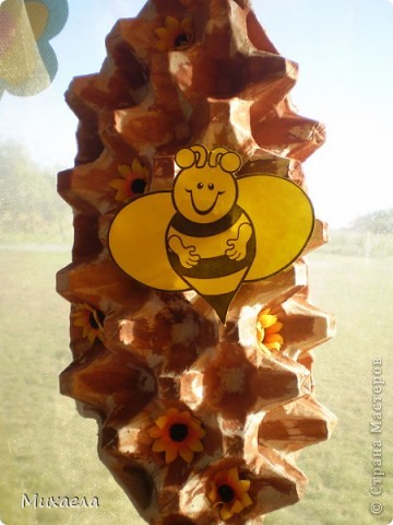 Вот такая пчелка с сотой  получилось. фото 2