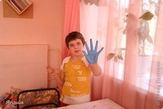 В этот раз мы работали с одной семьей (группа детей в ДД называется семья). Детки постарше в этой семье. Детям была дана тема: город-герой Новороссийск. вот сидим выбираем, что можно использовать из того, что приготовила воспитательница и что принесли мы с собой. а принесли мы много. Дети были очень рады:) фото 14