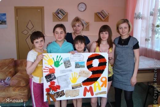 В этот раз мы работали с одной семьей (группа детей в ДД называется семья). Детки постарше в этой семье. Детям была дана тема: город-герой Новороссийск. вот сидим выбираем, что можно использовать из того, что приготовила воспитательница и что принесли мы с собой. а принесли мы много. Дети были очень рады:) фото 22