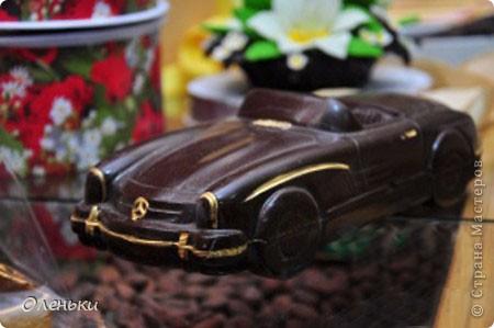 Харьков стал десятым, юбилейным городом, принимающим музей шоколада. Экспозиция шоколадных миниатюр, специально изготавливается для каждого города эксклюзивно. Вкусная экспозиция состоит из пятидесяти эксклюзивных фигурок, сделанных вручную. Среди них и Эйфелева башня, и компьютерная мышь, и футбольный мяч - они не продаются. фото 3