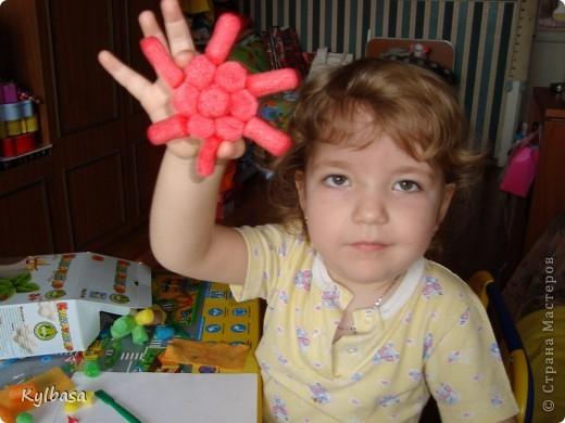 """Вот такие забавные поделки получаются у моей трехлетней дочери из """"Кукуруктора"""" - конструктора из кукурузных палочек. (мелкие детали лица - мамина помощь) фото 7"""
