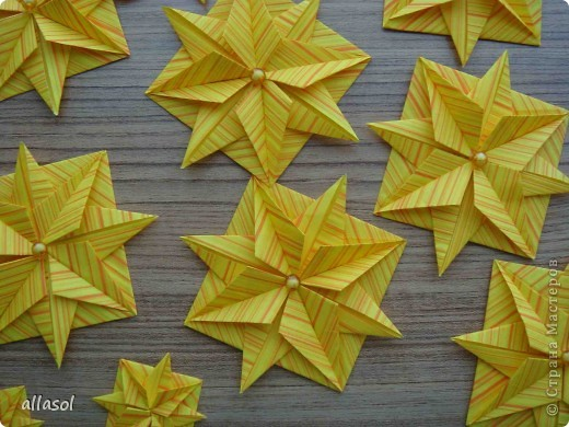 """Готовлюсь к занятиям кружка """"Оригами"""". Тема """"Орнаменты"""". Чтобы заинтересовать, стараюсь сделать образцы. Вот что у меня получилось сегодня. Это орнамент """"Иллюзия"""". Делала по книге Т.Сержантовой """"100 праздничных моделей оригами"""". Выглядит красиво, но уж очень много слоев. Ведь этот орнамент из 20 модулей. фото 11"""