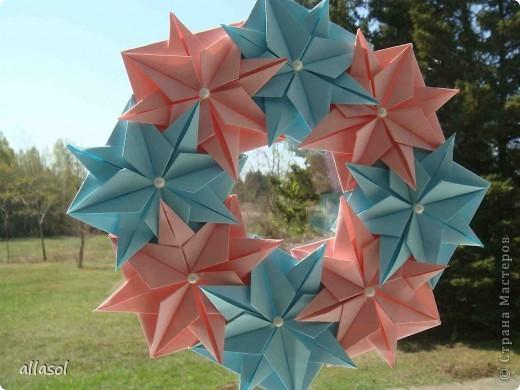 """Готовлюсь к занятиям кружка """"Оригами"""". Тема """"Орнаменты"""". Чтобы заинтересовать, стараюсь сделать образцы. Вот что у меня получилось сегодня. Это орнамент """"Иллюзия"""". Делала по книге Т.Сержантовой """"100 праздничных моделей оригами"""". Выглядит красиво, но уж очень много слоев. Ведь этот орнамент из 20 модулей. фото 7"""