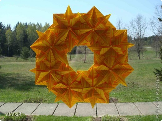 """Готовлюсь к занятиям кружка """"Оригами"""". Тема """"Орнаменты"""". Чтобы заинтересовать, стараюсь сделать образцы. Вот что у меня получилось сегодня. Это орнамент """"Иллюзия"""". Делала по книге Т.Сержантовой """"100 праздничных моделей оригами"""". Выглядит красиво, но уж очень много слоев. Ведь этот орнамент из 20 модулей. фото 12"""