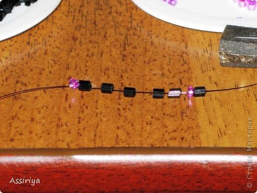 Такой листик является элементом многих украшений из бисера. Например колье http://stranamasterov.ru/node/175839 и брошь http://stranamasterov.ru/node/175196 Заранее извиняюсь, некоторые фотографии получились не очень четкими фото 4