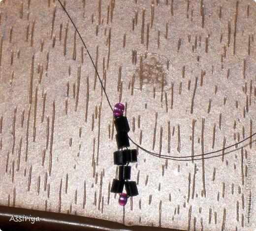 Такой листик является элементом многих украшений из бисера. Например колье http://stranamasterov.ru/node/175839 и брошь http://stranamasterov.ru/node/175196 Заранее извиняюсь, некоторые фотографии получились не очень четкими фото 7
