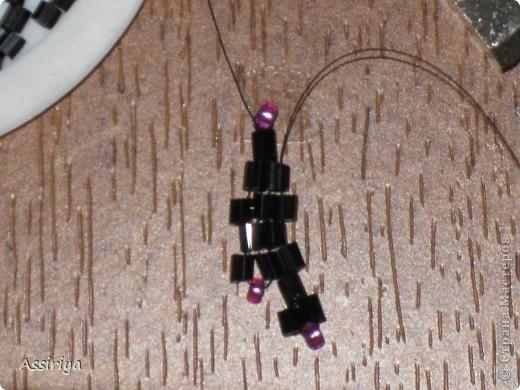 Такой листик является элементом многих украшений из бисера. Например колье http://stranamasterov.ru/node/175839 и брошь http://stranamasterov.ru/node/175196 Заранее извиняюсь, некоторые фотографии получились не очень четкими фото 11