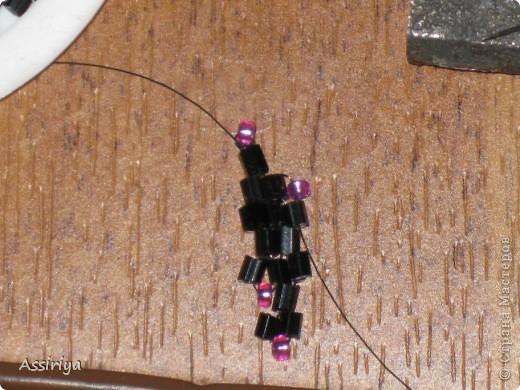 Такой листик является элементом многих украшений из бисера. Например колье http://stranamasterov.ru/node/175839 и брошь http://stranamasterov.ru/node/175196 Заранее извиняюсь, некоторые фотографии получились не очень четкими фото 12