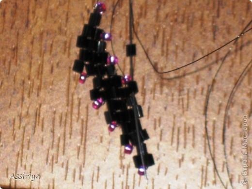 Такой листик является элементом многих украшений из бисера. Например колье http://stranamasterov.ru/node/175839 и брошь http://stranamasterov.ru/node/175196 Заранее извиняюсь, некоторые фотографии получились не очень четкими фото 16