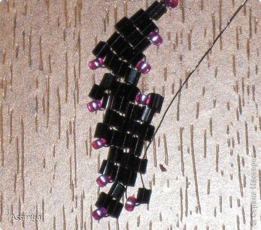 Такой листик является элементом многих украшений из бисера. Например колье http://stranamasterov.ru/node/175839 и брошь http://stranamasterov.ru/node/175196 Заранее извиняюсь, некоторые фотографии получились не очень четкими фото 18