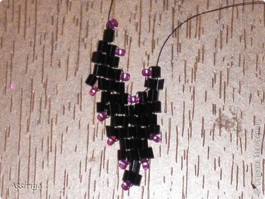 Такой листик является элементом многих украшений из бисера. Например колье http://stranamasterov.ru/node/175839 и брошь http://stranamasterov.ru/node/175196 Заранее извиняюсь, некоторые фотографии получились не очень четкими фото 21