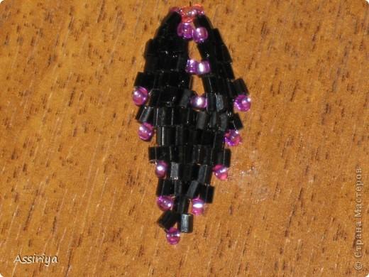 Такой листик является элементом многих украшений из бисера. Например колье http://stranamasterov.ru/node/175839 и брошь http://stranamasterov.ru/node/175196 Заранее извиняюсь, некоторые фотографии получились не очень четкими фото 30