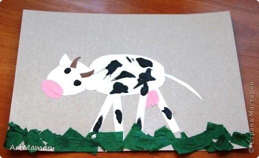 """Вдохновленные лошадкой развили целую тему """"скотный двор"""" :) Пятна коровки из пластилина - деть получила особое удовольствие размазывая его. Трава из салфеток. фото 1"""