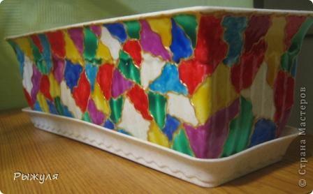 Украсила цветочный горшок витражными красками, вживую ещё красивее. фото 1