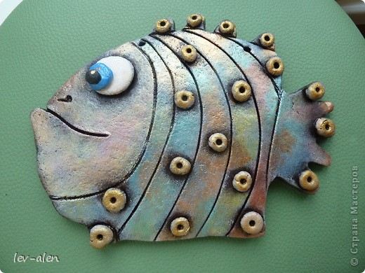 Вот такая рыбка получилась, с различными оттенками металлическими, переливающимися как нефтяное пятно .  фото 8