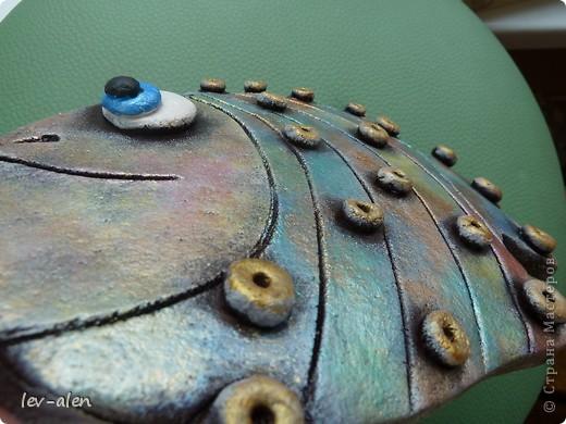 Вот такая рыбка получилась, с различными оттенками металлическими, переливающимися как нефтяное пятно .  фото 2