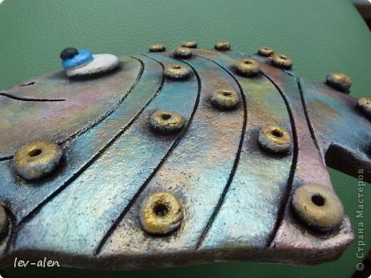 Вот такая рыбка получилась, с различными оттенками металлическими, переливающимися как нефтяное пятно .  фото 3
