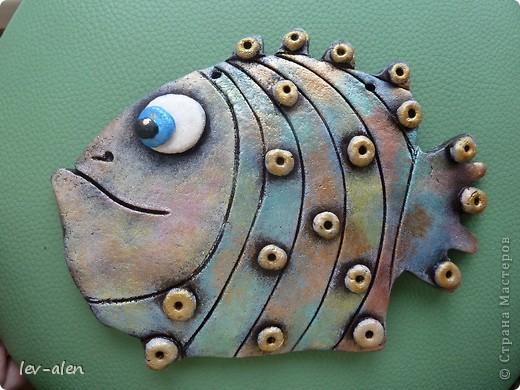 Вот такая рыбка получилась, с различными оттенками металлическими, переливающимися как нефтяное пятно .  фото 1