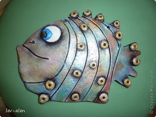 Вот такая рыбка получилась, с различными оттенками металлическими, переливающимися как нефтяное пятно .  фото 7