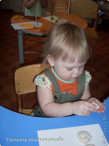 Вот такие барельефы София (3,4) сделала самостоятельно,изобразила себя,сестрёнку,меня и зайчика. фото 7