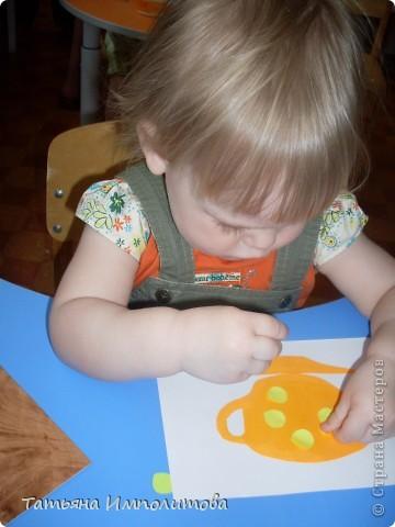 Вот такие барельефы София (3,4) сделала самостоятельно,изобразила себя,сестрёнку,меня и зайчика. фото 8