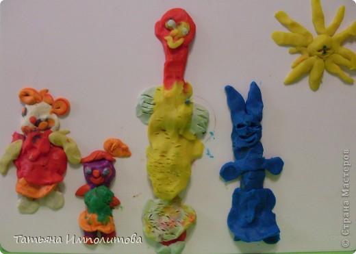 Вот такие барельефы София (3,4) сделала самостоятельно,изобразила себя,сестрёнку,меня и зайчика. фото 1