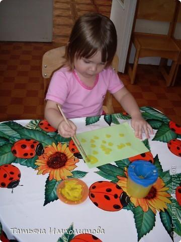 Вот такие барельефы София (3,4) сделала самостоятельно,изобразила себя,сестрёнку,меня и зайчика. фото 9
