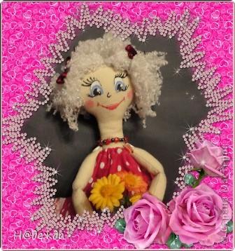 Знакомтесь это моя первая кукла для дочки зовут ее Машуля. Увидя ангелочка Машеньку от Ируси http://stranamasterov.ru/node/153000 очень захотелось сделать нечто похожее.  И вот наконец-то родилось это чудо. Имя придумывала дочка и так совпало, что назвала ее также.  И вот история Машули. Вот такая я родилась. фото 19