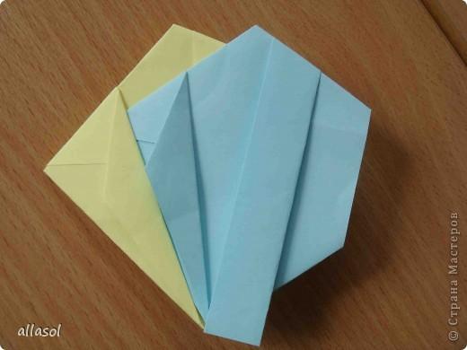 """Готовлюсь к занятиям кружка """"Оригами"""". Тема """"Орнаменты"""". Чтобы заинтересовать, стараюсь сделать образцы. Вот что у меня получилось сегодня. Это орнамент """"Иллюзия"""". Делала по книге Т.Сержантовой """"100 праздничных моделей оригами"""". Выглядит красиво, но уж очень много слоев. Ведь этот орнамент из 20 модулей. фото 26"""