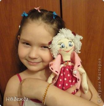 Знакомтесь это моя первая кукла для дочки зовут ее Машуля. Увидя ангелочка Машеньку от Ируси http://stranamasterov.ru/node/153000 очень захотелось сделать нечто похожее.  И вот наконец-то родилось это чудо. Имя придумывала дочка и так совпало, что назвала ее также.  И вот история Машули. Вот такая я родилась. фото 16