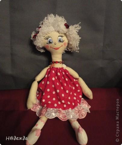 Знакомтесь это моя первая кукла для дочки зовут ее Машуля. Увидя ангелочка Машеньку от Ируси http://stranamasterov.ru/node/153000 очень захотелось сделать нечто похожее.  И вот наконец-то родилось это чудо. Имя придумывала дочка и так совпало, что назвала ее также.  И вот история Машули. Вот такая я родилась. фото 2