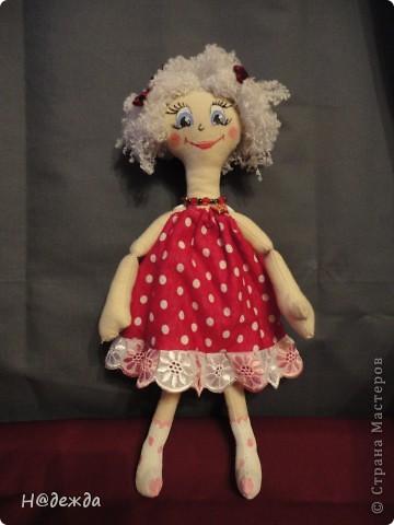 Знакомтесь это моя первая кукла для дочки зовут ее Машуля. Увидя ангелочка Машеньку от Ируси http://stranamasterov.ru/node/153000 очень захотелось сделать нечто похожее.  И вот наконец-то родилось это чудо. Имя придумывала дочка и так совпало, что назвала ее также.  И вот история Машули. Вот такая я родилась. фото 1