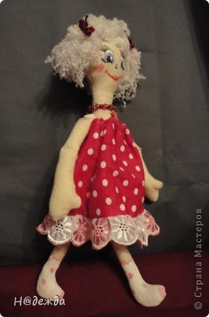 Знакомтесь это моя первая кукла для дочки зовут ее Машуля. Увидя ангелочка Машеньку от Ируси http://stranamasterov.ru/node/153000 очень захотелось сделать нечто похожее.  И вот наконец-то родилось это чудо. Имя придумывала дочка и так совпало, что назвала ее также.  И вот история Машули. Вот такая я родилась. фото 8